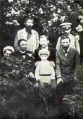 В. М. Васнецов с братьями Аполлинарием, Александром, Аркадием и детьми.