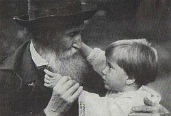 В. М. Васнецов с внуком Витей. 1922.