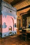 Печь в столовой, изготовленная по рисунку В.М. Васнецова.